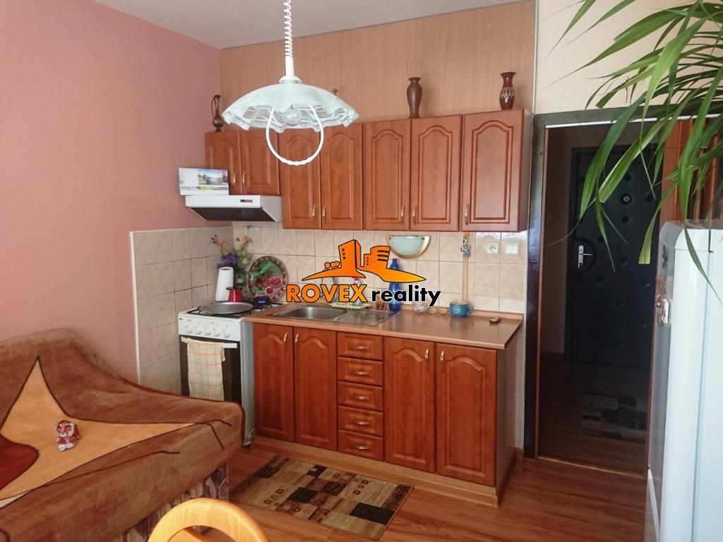 Jednoizbový byt s balkónom, Veľká Okrúžna, Partizánske